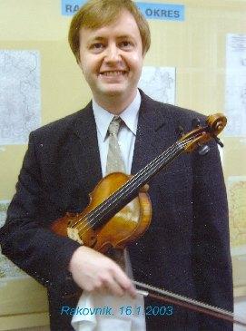 Houslista Pavel Eret po recitálu v Rakovníku, 2003