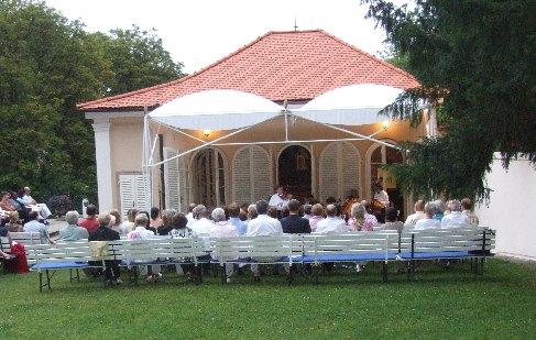 Pavel Eret na pražské Bertramce - zahradní koncert, 2006