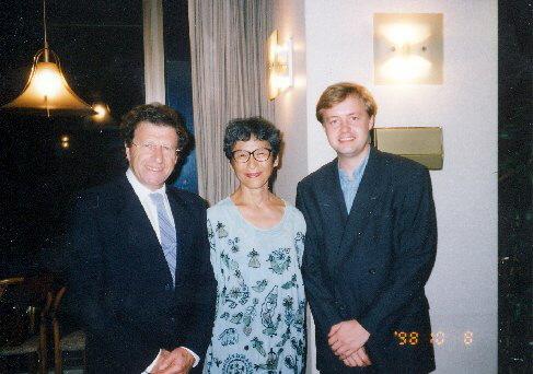 Na párty s dirigentem Mosche Atzmonem, 1998