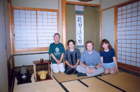 U přátel v jejich čajové místnosti vašicu, 2000