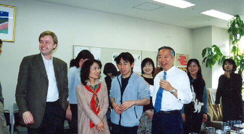 Atmosféra párty byla veselá i nostalgická, 2001