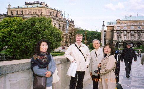 Při návštěvě Nagojské filharmonie v Praze, 2004